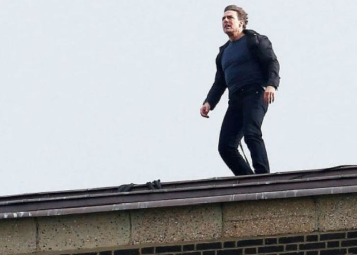 Tom Cruise Spotted Atop Tate Modern in London Filming 'Mission Impossible 6' 10