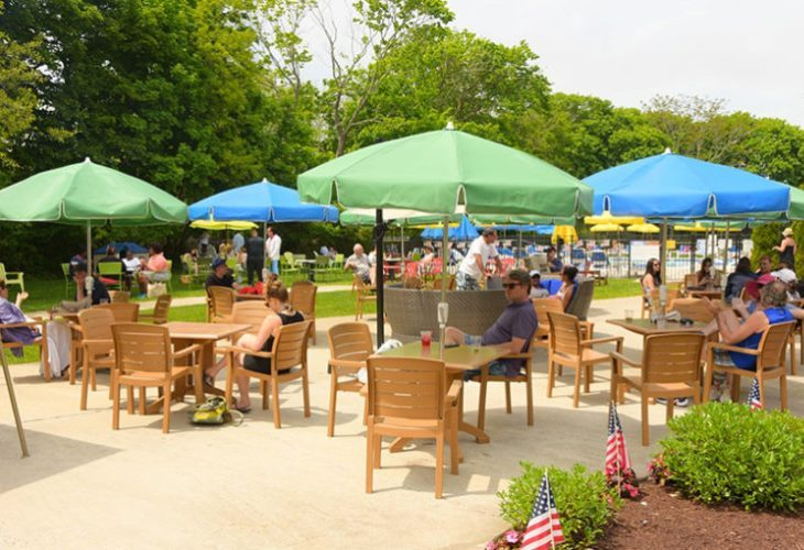 Outdoor dining at Claude's at the Southampton Inn is a summer fixture. (Photo: Southampton Inn)