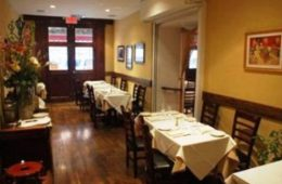 Il Punto offers traditional Italian fare in Hell's Kitchen in Manhattan.