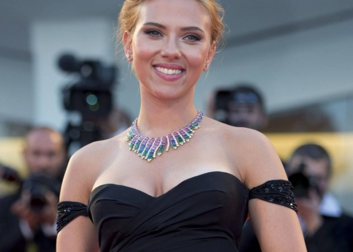 Scarlett Johansson defended Woody Allen in a new interview. (Photo: Getty)