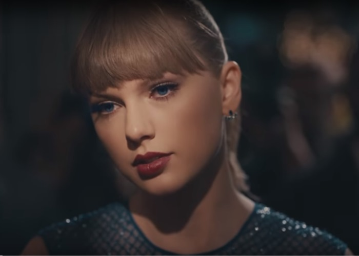 Taylor Swift Pays Respect to Aretha Franklin in Concert Tribute (Watch!)