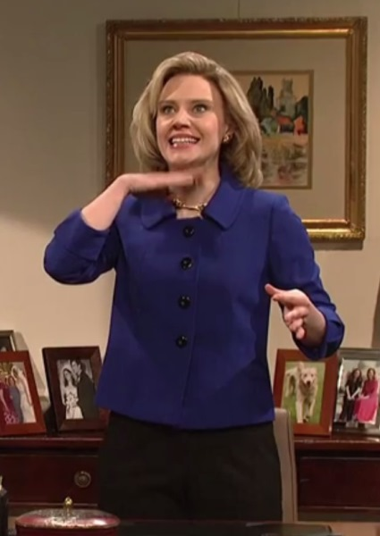 Hillary Clinton Puts the 'Hil' in Hilarious in Saturday Night Live Open (watch!) 4