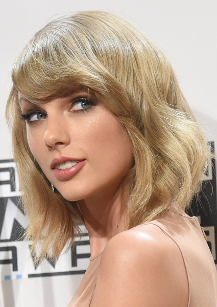 Taylor Swift Yields to Paparazzi Complaints on Her '1989 World Tour' 22
