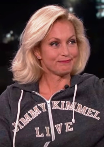 Ali Wentworth Pulls a Miley Cyrus on Jimmy Kimmel: Flashes Puppies! (see!) 12