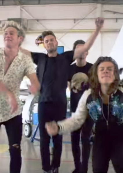 One Direction Blasts Off in Drag Me Down Video; First Sans Zayne Malik 20