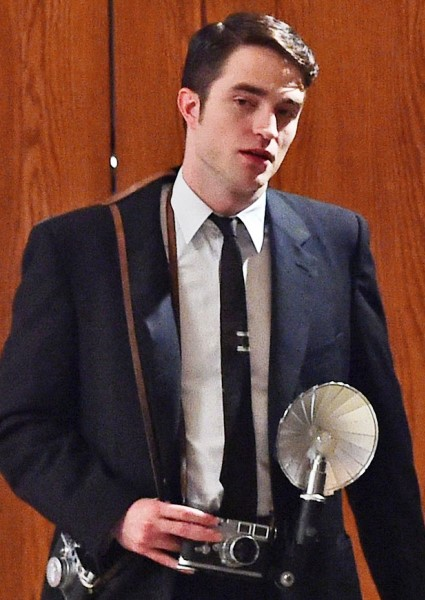 Robert Pattinson, Dane DeHaan Act Out Iconic James Dean Photo (See!) 4