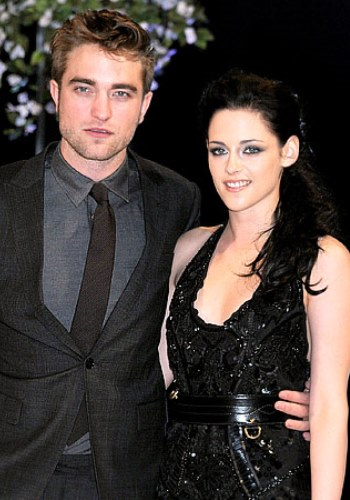 Robert Pattinson, Kristen Stewart Moved On Long Ago; Why Can't Tabs? 40