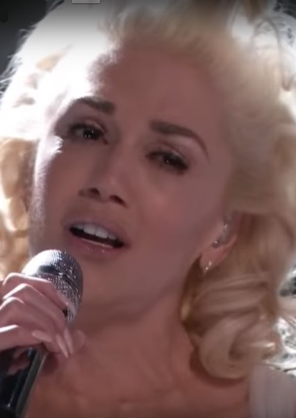 Gwen Stefani Pours Her Heart Into Emotional Song on The Voice (see!) 8