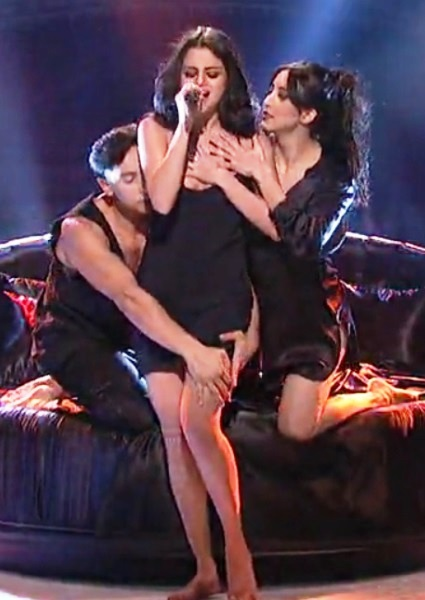 Selena Gomez Simulates Three-Way Sex in Risque SNL Song (Watch!) 20