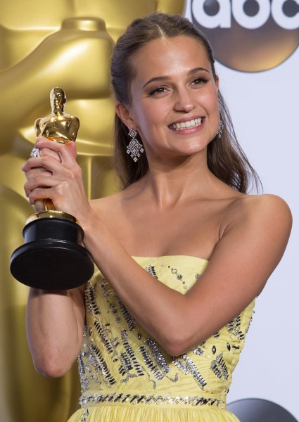 Alicia Vikander Shocking Oscar Win Has Her Rocketing to A-List (photos!) 8