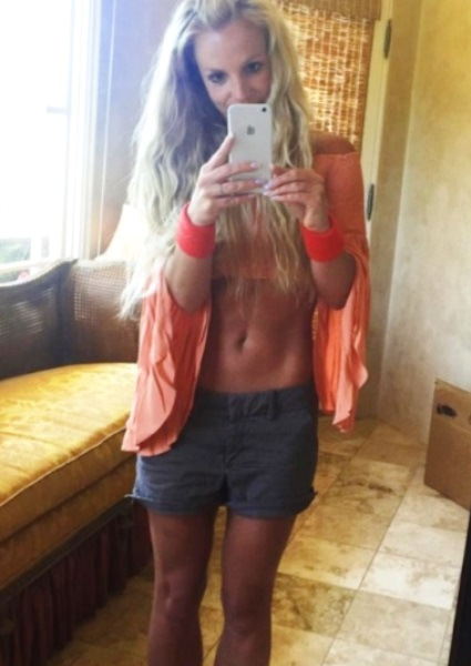Britney Spears Flaunts Hot Bod Selfies To Silence PhotoShop Critics (photos!) 18