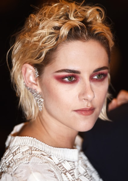 Kristen Stewart Renounces Hollywood in Favor of French Filmmaking (video) 5