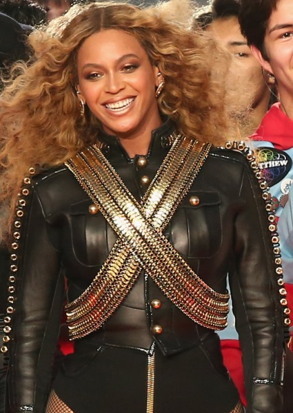 Beyoncé Adopts New Role as Civil Rights Leader Over Police Shootings 16