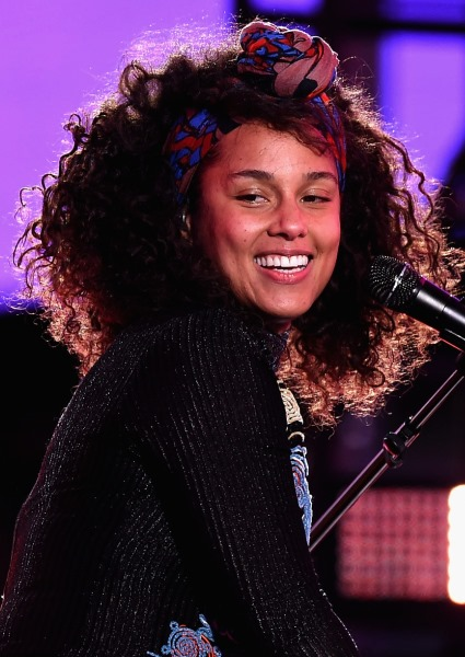 Alicia Keys Jumps Into Political Fray, Urges Vote for Hillary Clinton (see!) 10