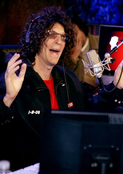 Howard Stern Calls Donald a Friend, But He's Voting for Hillary Clinton 30