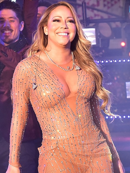 Mariah Carey Ends Year of Fake News, With Epic Fake Music Fail (watch!) 12