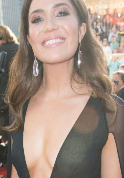 Cleavage Reigns: Plunging Necklines Golden at The Golden Globes (Photos!) 4