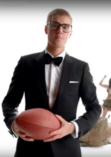 Justin Bieber Shimmy Shakes With the Gronk, T.O. in Super Bowl Ad (see!) 32