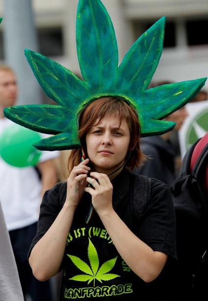 Pot Sparks Up Giggles on Late Shows in Celebration of 4/20 Day (watch!) 20