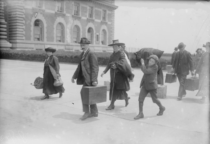 Immigrants passing through Ellis Island at turn of the 19th century fueled economic growth. (Photo: U.S. Library of Congress)