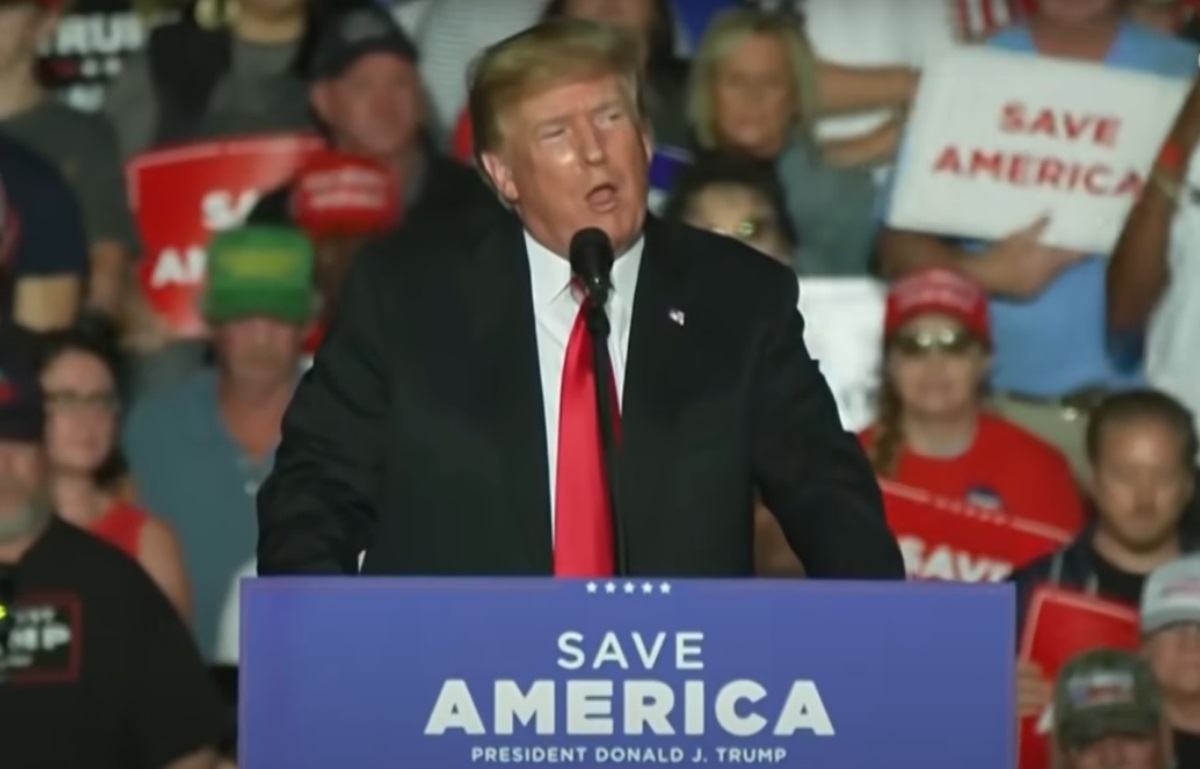 Donald Trump speaks at a rally in Des Moines, Iowa. (Photo: YouTube ScreenCap)