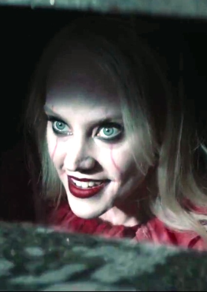 Kate McKinnon Kills It as Kellyanne Conway Sewer Clown 'Kellywise' (see!) 2