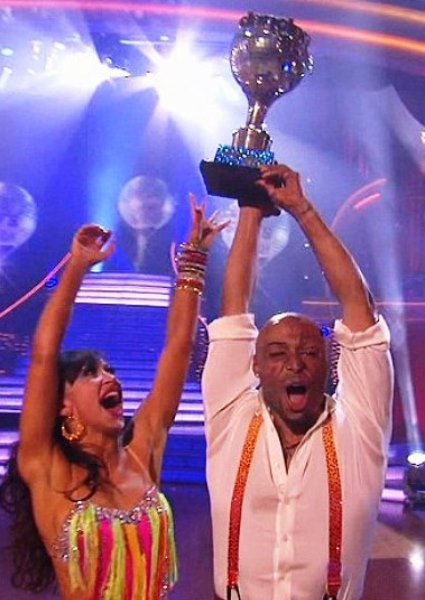 J.R. Martinez's Stirring Journey Ends With Mirror Ball (video) 6