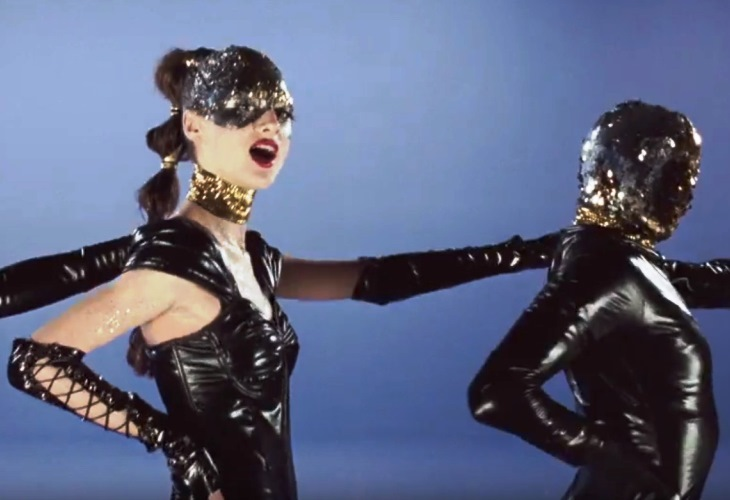 Natalie Portman an Exotic Pop Diva With Mommy-Daughter Issues in Vox Lux (See!) 2