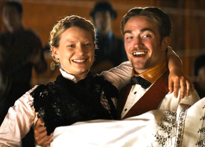 Robert Pattinson Movie 'Damsel' Reviews Are In... And Not Half Bad! (Video) 6