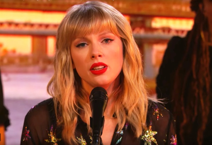 Taylor Swift Pours Her Heart Out Singing Phil Collins