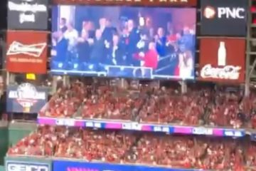 When Donald Trump and his entourage were greeted with loud boos appeared on the large screen at the World Series. (Photo: ScreenCap/Twitter)