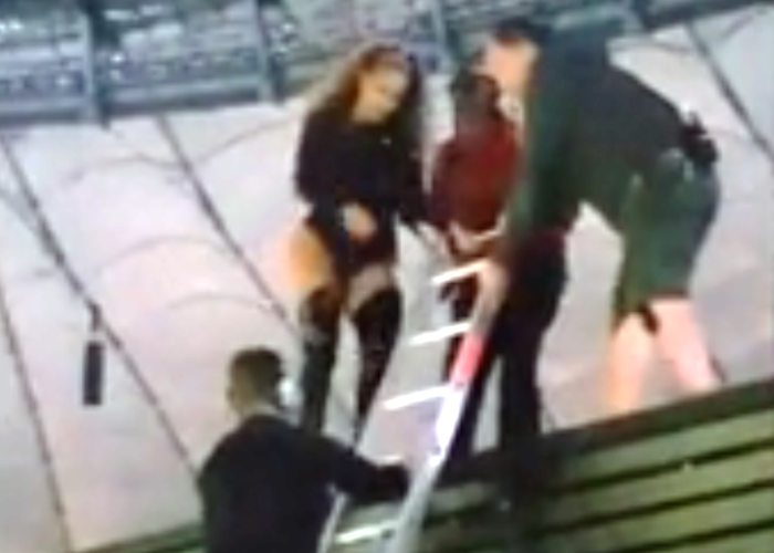 Beyonce Shocker: Stunning Stage Fail in Poland Leaves Her Stranded! (Watch!) 4