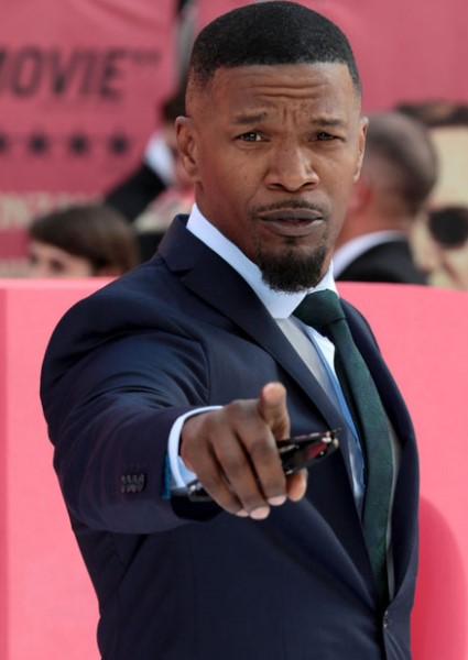 Jamie Foxx to Host Harvey Telethon, Despite Being Called 'Black Bigot' 22
