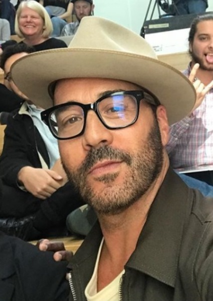 Jeremy Piven Rising Among Hollywood Serial Abusers; Now Five Accusers 38