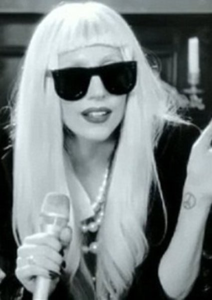 Lady Gaga Takes It Off to Get It On for MTV Awards (watch!) 6