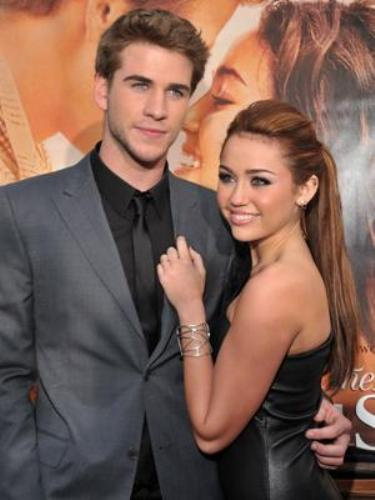 Miley Cyrus, Liam Hemsworth Over? Aussie Steps Out 18