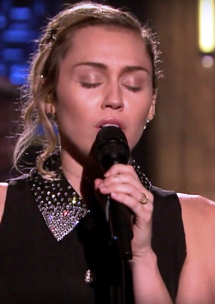 Miley Cyrus Becomes Voice of Nation With Moving Las Vegas Tribute (See!) 18