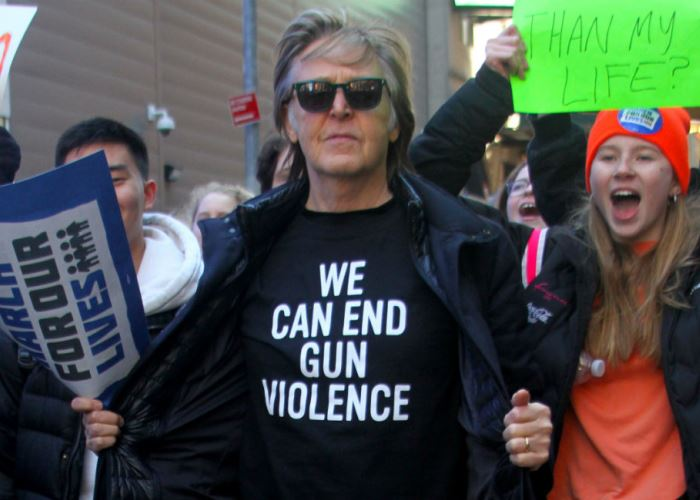 Paul McCartney Makes Touching John Lennon Tribute at Anti-Gun March (Video) 1