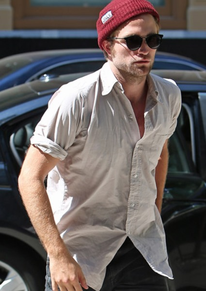 Whoa! Call Off the Hounds: Robert Pattinson Was Joking About Dog Sex! 3