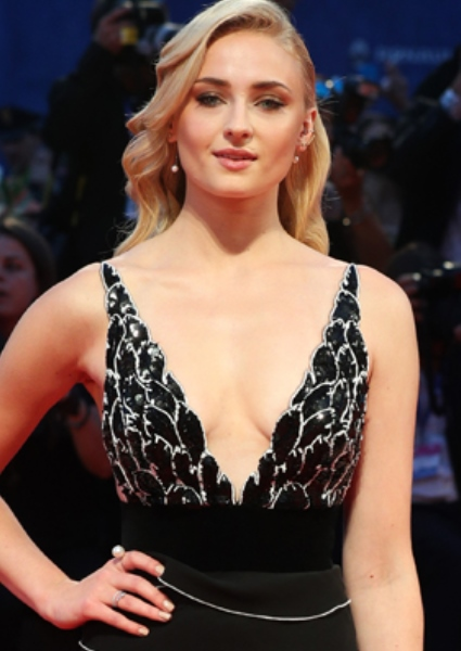 Sophie Turner Tells How She Learned About Oral Sex: It's Shocking! (pics!) 2