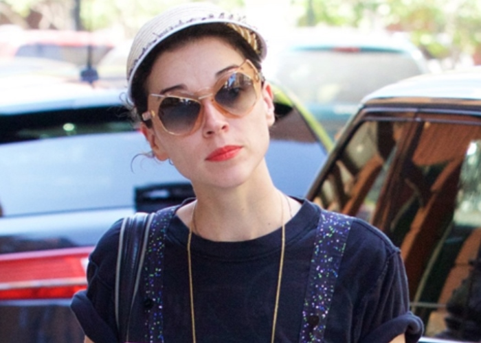 Kristen Stewart Ex St. Vincent to Sing at Oscars; Oh, Oh... Could be Awkward! 22