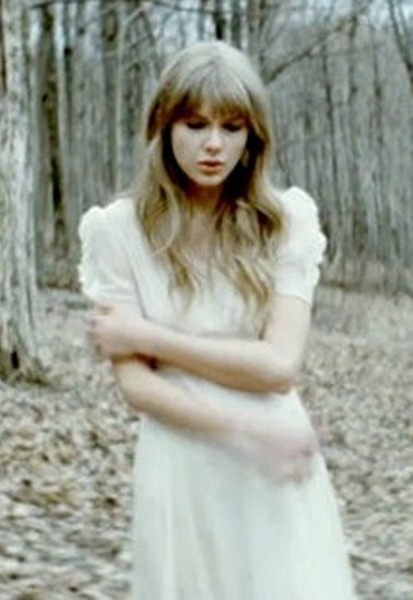 Taylor Swift Takes Soulful Walk in Hunger Games Video (watch!) 15